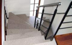schody-wewnętrzne-stopnie-kamień
